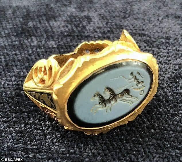 Un detectorista encuentra un anillo romano de 1800 años