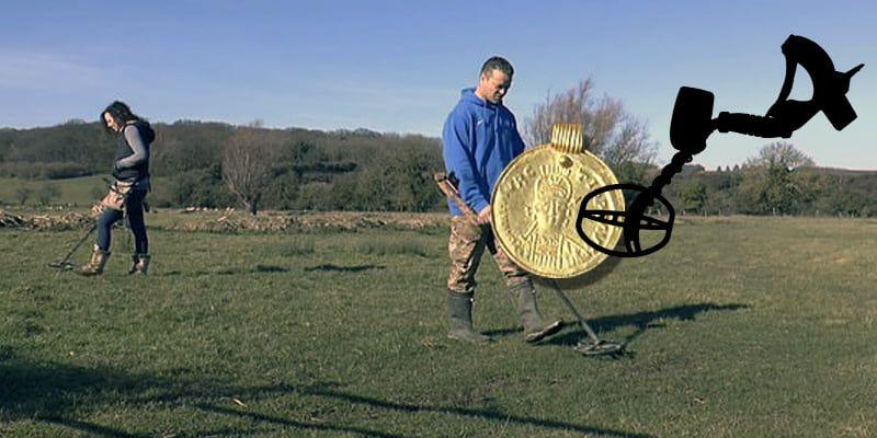 Encuentra un colgante de 1.500 años con un detector de metales